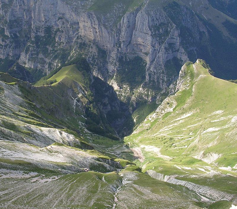 Interamnia Suites nei dintorni troviamo Gole dell'Infernaccio viste dal Monte Sibilla